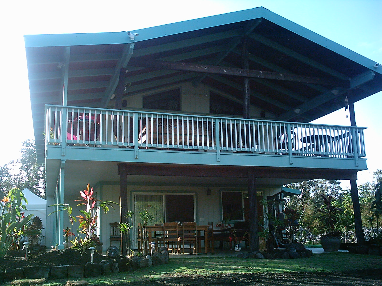 Hawaiian Plantation Style House: Upper condo
